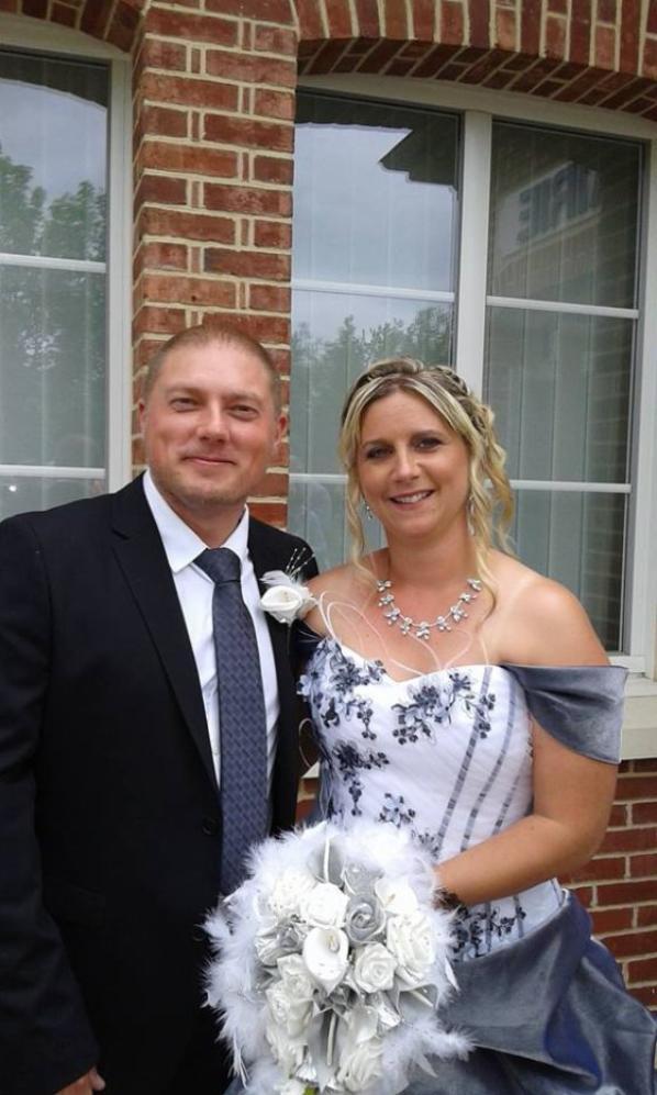 Mon fils c'est remarié.Dommage j'etais tres malade se jour la et j'ai du quitter le mariage avant le repas