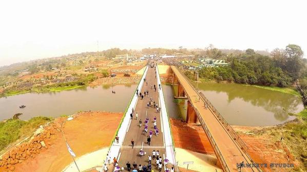 Le nouveau pont de Bouaflé
