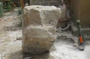 Mortier et pilon à ma façon,  réaliser dans une pierre d'enrochement
