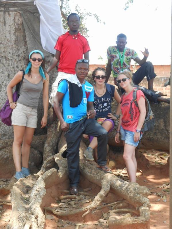 pirogue pour se rendre a Togville qui est la pre,ière ville du Togo