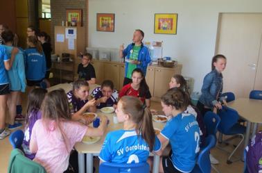 Repas du samedi midi à la petite école maternelle.