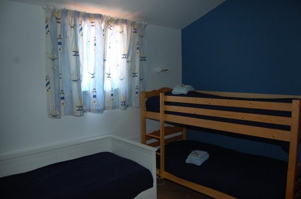 Chambre 2 - (4x1pers) 2 lits superposés + 2 lits gigognes
