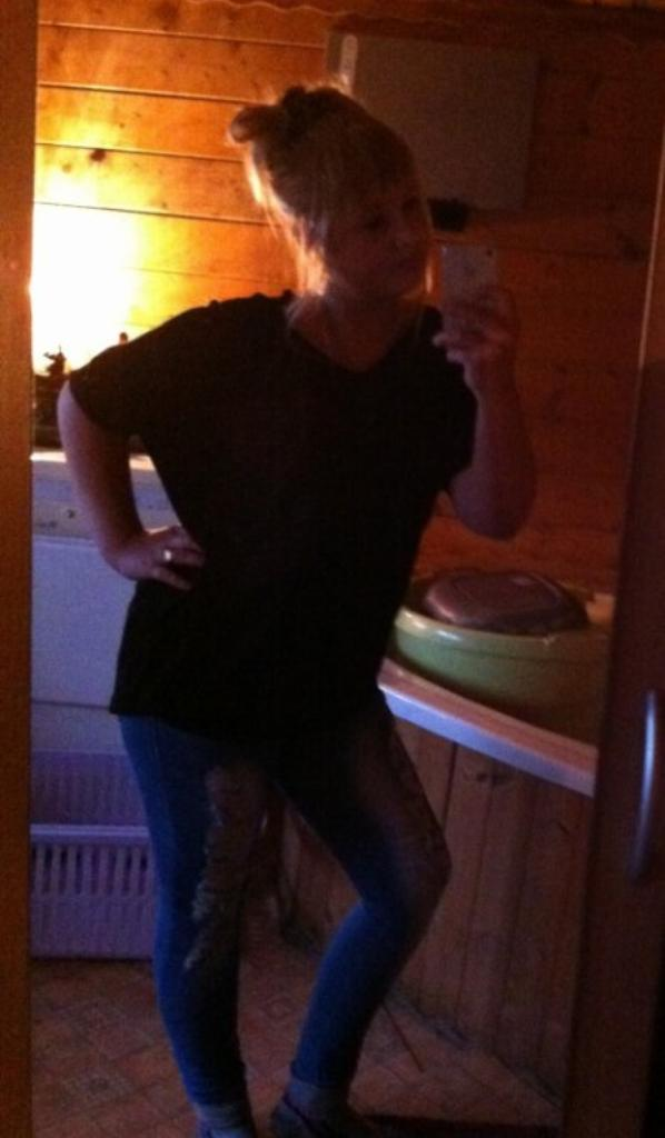 Mirella Becker :D <3 La Grandeur & Le Physique  Na Pas D'importance Quant On Aime Une Personne