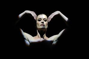 Aurélie Dupont parle de son rôle d'étoile à l'Opéra de Paris lors d'une interview pour un magazine américain.