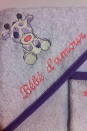 cape de bain petite girafe dans les couleurs demandés par la maman