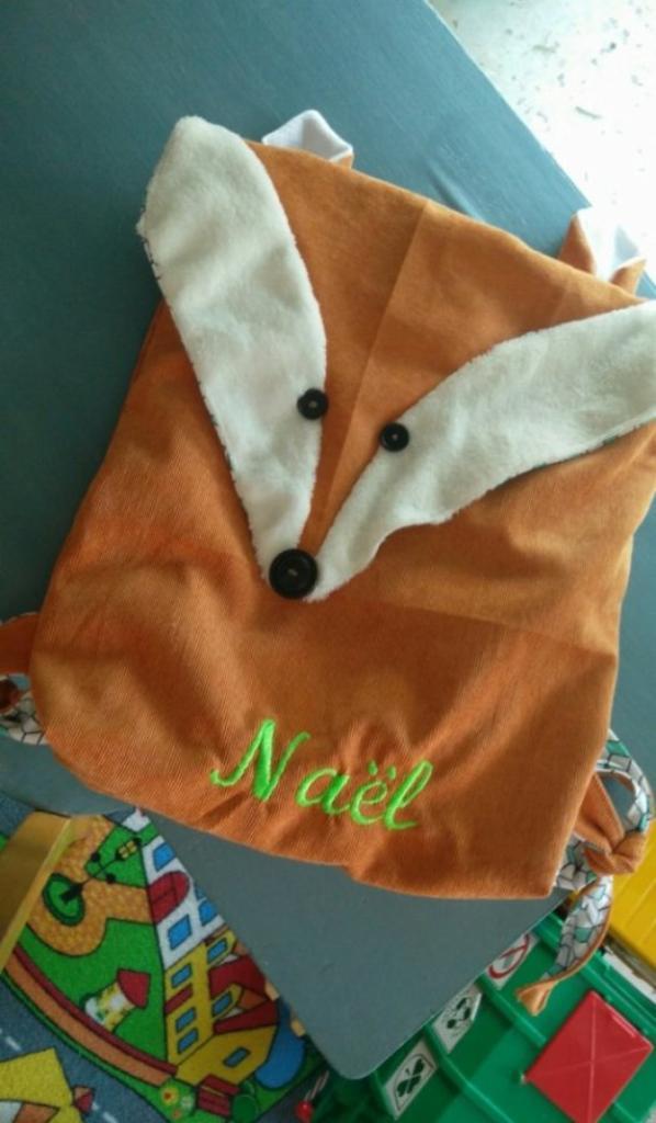 sac crée par Nadia pour la rentrée de Naël j'y ai brodé son prénom