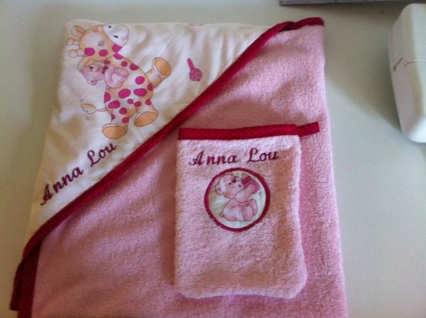cape de bain pour Anna Lou félicitation aux parents
