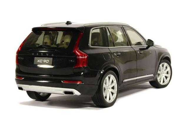 Volvo XC90 2015 1/18 Motor City