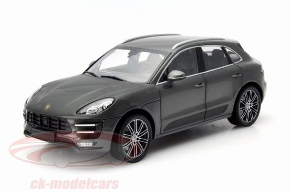 Porsche Macan Turbo 1/18 Minichamps
