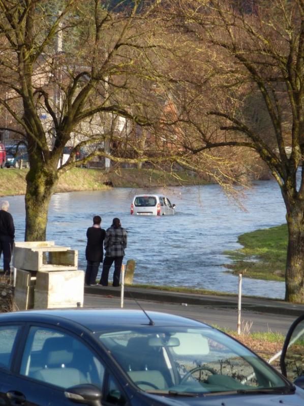 1 mars 2010 voiture dans la Lhomme