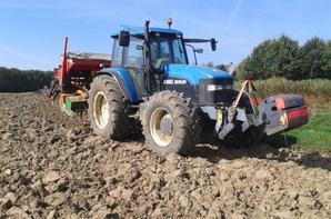 semis de l'escourgeons avec semoir roger 3 mètres + new holland 8560 160 chevaux