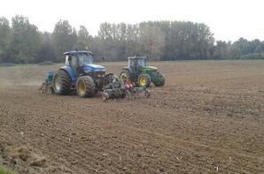 travail de la terre avec john deere + semis de l'escourgeons avec new holland 8770