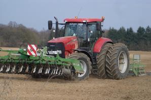 2 puma 230 roues jumelees arrieres au travail du sol