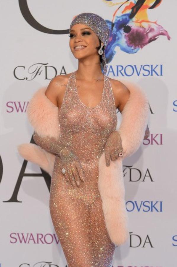 Rihanna n'a plus besoin d'habits