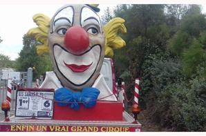 """""""suite du reportage partie 4 :les vėhicules du cirque Amar"""""""