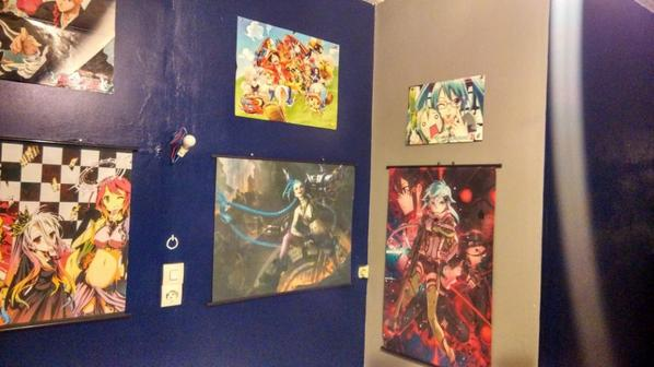 chambre terminer j'ai enfin mie mais poster et mes toile xD