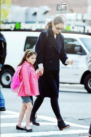 Katie Holmes et sa fille Suri se rendent à l'école