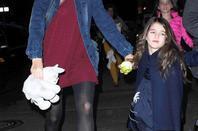 Katie Holmes et sa fille Suri Cruise à la sortie du théâtre The Music Box à Broadway