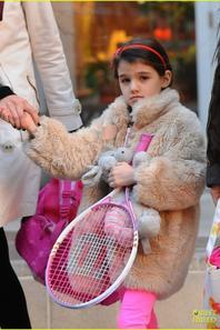 Suri se rend à son cours de tennis