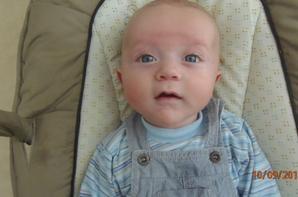 mon petit dernier mon fils Evan agé de 4 mois