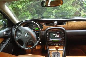 notre nouvelle voiture, une Jaguar X TYPE 3 L