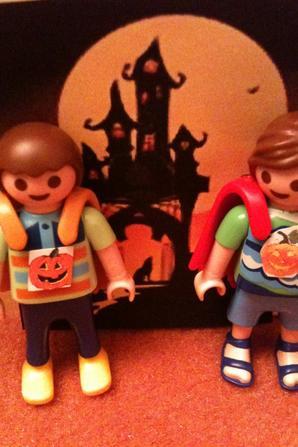 29/10/2013 : Ateliers préparations costumes d'Halloween...