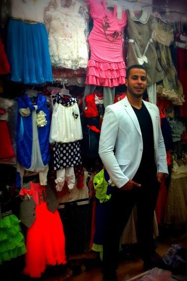 Dans un magasin de vêtements soyez les bienvenu chez moi !!