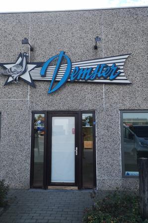 Chez Demster y'a tout ce qu'il faut..