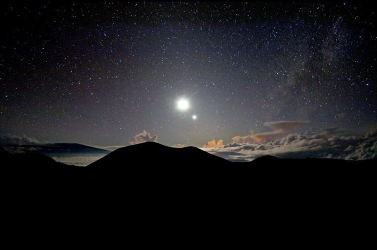 Ma belle étoile au clair de lune ; Tu illumine ma vie comme elle illumine la Terre et le Ciel .