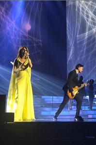 Magnifique retour !!!! spectacle grandiose ... une nouvelle robe et deux nouvelles chansons !!