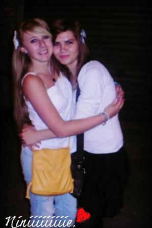 Un véritable ami, c'est celui qui te soutient alors que tous les autres te laissent tomber.