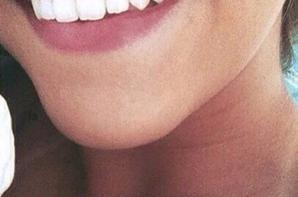 Je souris parce que, ...