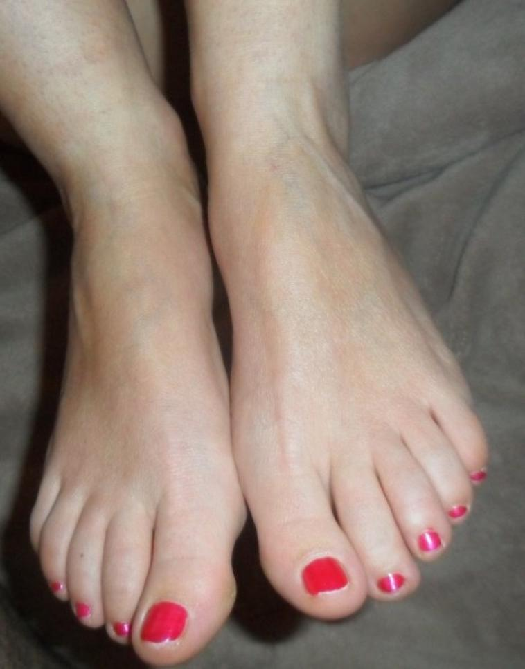 les plus beaux pieds du monde ceux de ma femme V2.1 mettez des coms pas de kiffs SVP merci