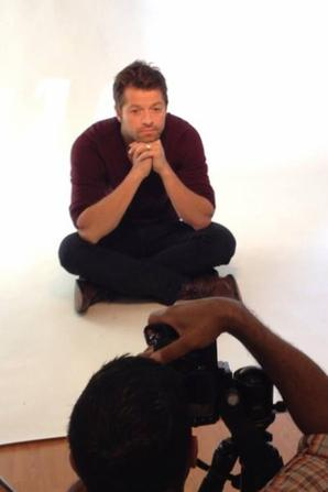 nouvelle photoshoot misha collins pour le magazine Bello Magazinet