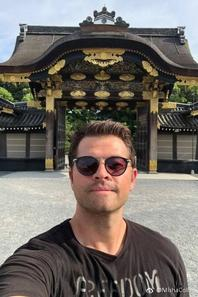 nouvelle photo de Misha il est aux Japon en se moment a Tokyo