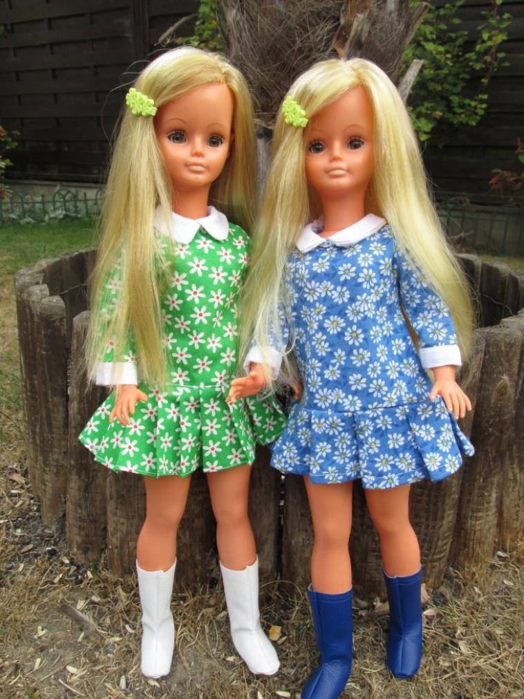 mes jumelles habillées en pâquerettes