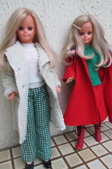 mes jumelles bien au chaud dans leur manteau