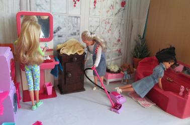 les fées du logis en plein travail de nettoyage