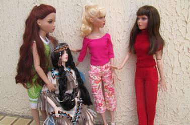 une brune, une blonde, une chatain, une rousse