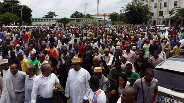 La marche pacifique du mouvement Nariwaze est un succès