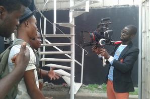 Black magic camera     c 'est la camera avec laquelle je tourne actuellement mes clips vidéo et mes films  ....SALIM DIALLO
