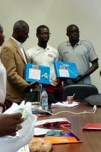 Jeux de la Francophonie Salim Diallo offre des Présents aux différents Responsables chargé à l'organisation(Basket)