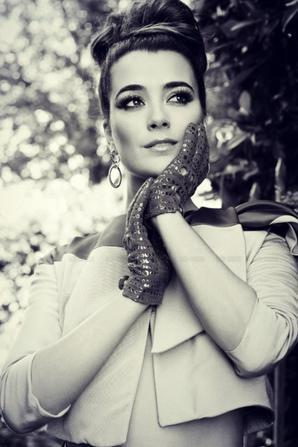 Photoshoot de Cote pour le numéro de septembre du magazine Latina.