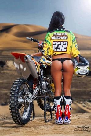 """LES """"GIRLS"""" DU MOTOCROSS  Bikinis et Motocross"""