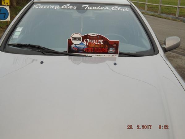 Photo de ma voiture avec la plaque du 47 eme rallye de la cote fleurie