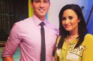 "Demi Lovato sur le plateau du The Price Is Right ""Juste Prix""."