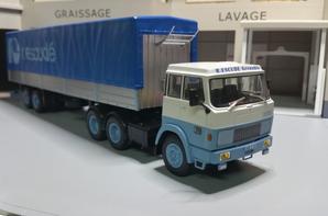 tracteur hanomag-henschel f 221 240ch (1969-1974) avec semi-remorque baché des trp r.escude grenoble de chez ixo au 1/43.(édition altaya numéro 34 semi-remorque d'exception).