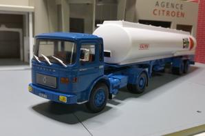 tracteur saviem sm 280 tu (1972-1980) des trp elf de chez ixo au 1/43.(édition altaya numéro 37 semi-remorque d'exception).