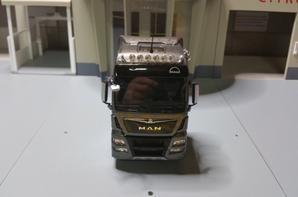 tracteur man tgx xxl 18.560 d38 eligor au 1/43.
