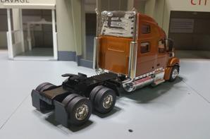 tracteur volvo vt 880 de chez motorart au 1/43.